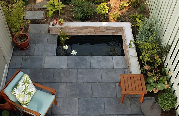 terrasse avec bassin d'eau